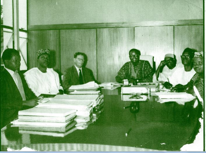 Others in the picture from left: Mr. Adewusi, the late Chief Bayo Akinnola (?), First from right, the Late Chief Adinlewa(?) Can anyone confirm these identities?